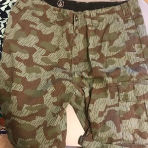 Men's Volcom army shorts